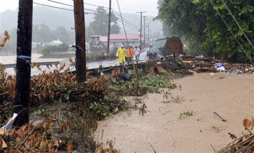 Foto tomada de video que muestra los daños causados por las tormentas cerca de Clendenin, West Virginia, el 23 de junio del 2016. (Chris Dorst/Gazette-Mail via AP)