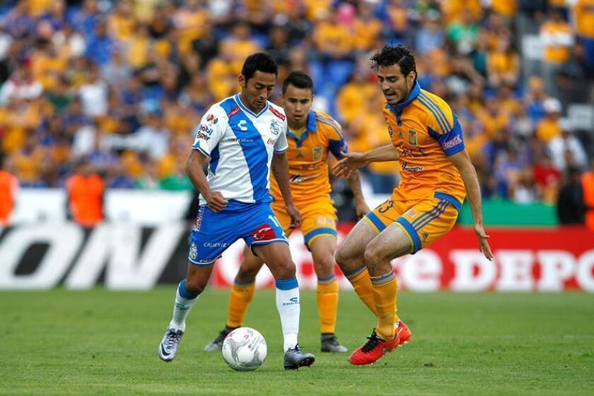 El defensa Antonio Briseño (d), integrante del equipo mexicano campeón mundial sub' 17 en el 2011, fue anunciado hoy como nuevo refuerzo de los Tiburones de Veracruz para el torneo Clausura 2017. EFE/ARCHIVO