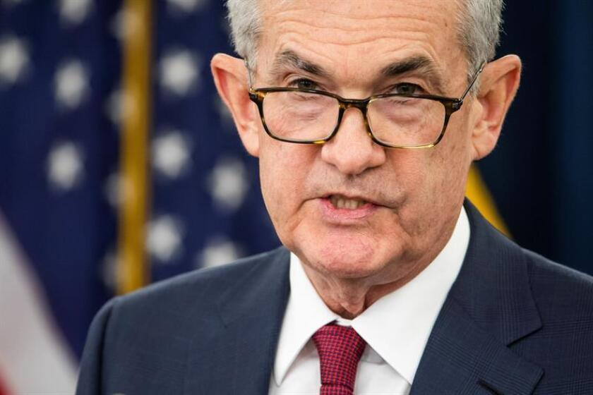 El presidente del banco central estadounidense, Jerome Powell, anuncia en rueda de prensa un aumento de un cuarto de punto los tipos de interés, en Washington, Estados Unidos. EFE/Archivo