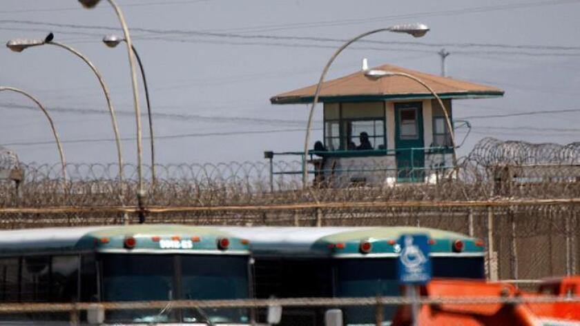 La cárcel para hombres en Chino, vista en 2009. Las autoridades buscaban a un interno desaparecido de las instalaciones (Allen J. Schaben / Los Angeles Times)