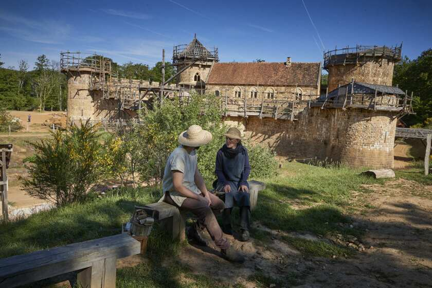 A medieval castle in France could be Notre Dame's salvation - Los
