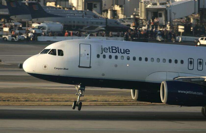 Vista de un avión de la aerolínea JetBlue. EFE/Archivo