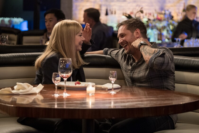 "Michelle Williams y Tom Hardy en una escena de ""Venom""."