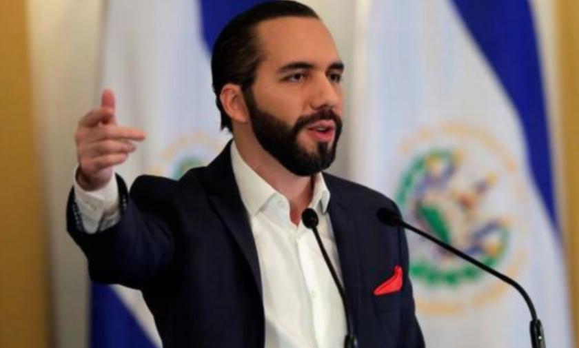 El presidente de El Salvador, Nayib Bukele, habla durante una conferencia en la capital de esa nación.