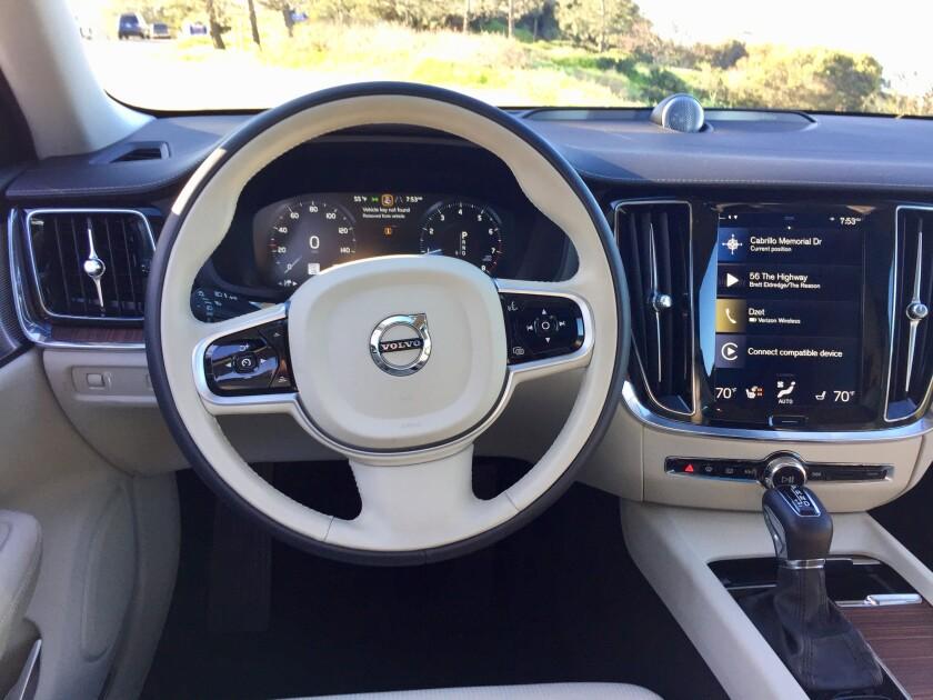 -VolvoV60-SteeringWheel.jpg