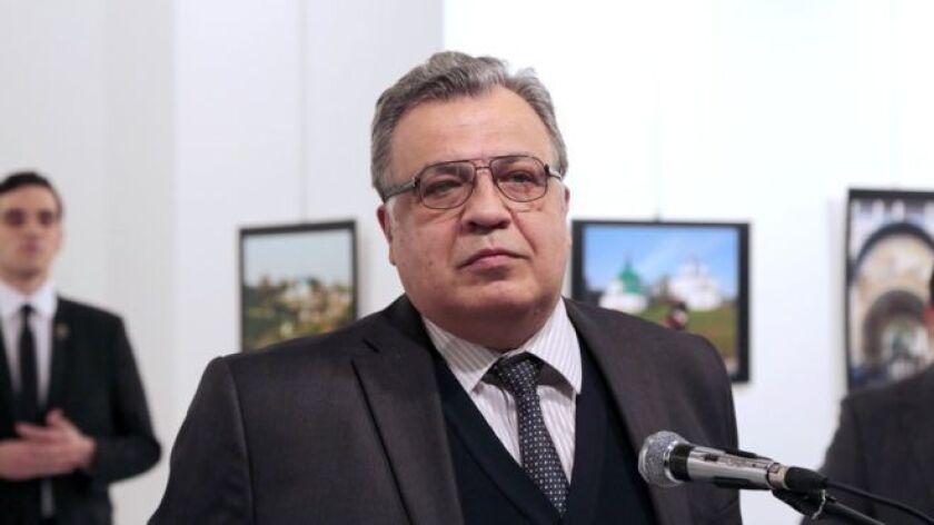 Andrei Karlov, el embajador ruso que este lunes fue muerto a disparos por un policía en Ankara, era un experimentado diplomático que estuvo a cargo de legaciones importantes desde la época de la extinta Unión Soviética.