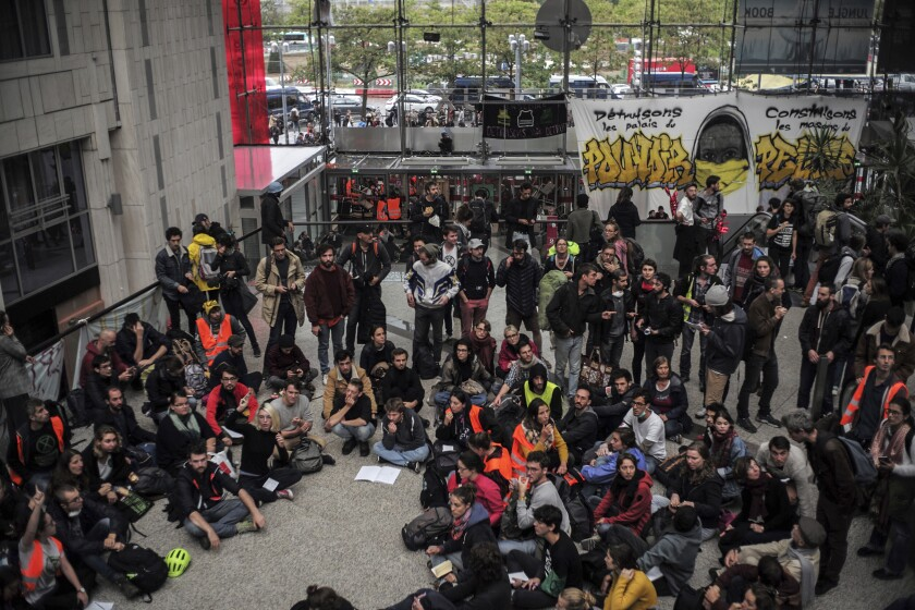 "Extinction Rebellion climate activists protest at the shopping center ""Italie 2"", in Paris, France, Saturday, Oct. 5, 2019. (AP Photo/Rafael Yaghobzadeh)"