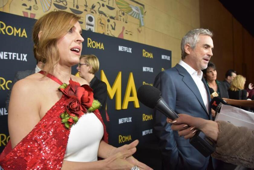 """La actriz Marina de Tavira (i) participa en el lanzamiento de la película """"Roma"""" en el Teatro Egipcio de Hollywood (EE.UU.). EFE/Archivo"""