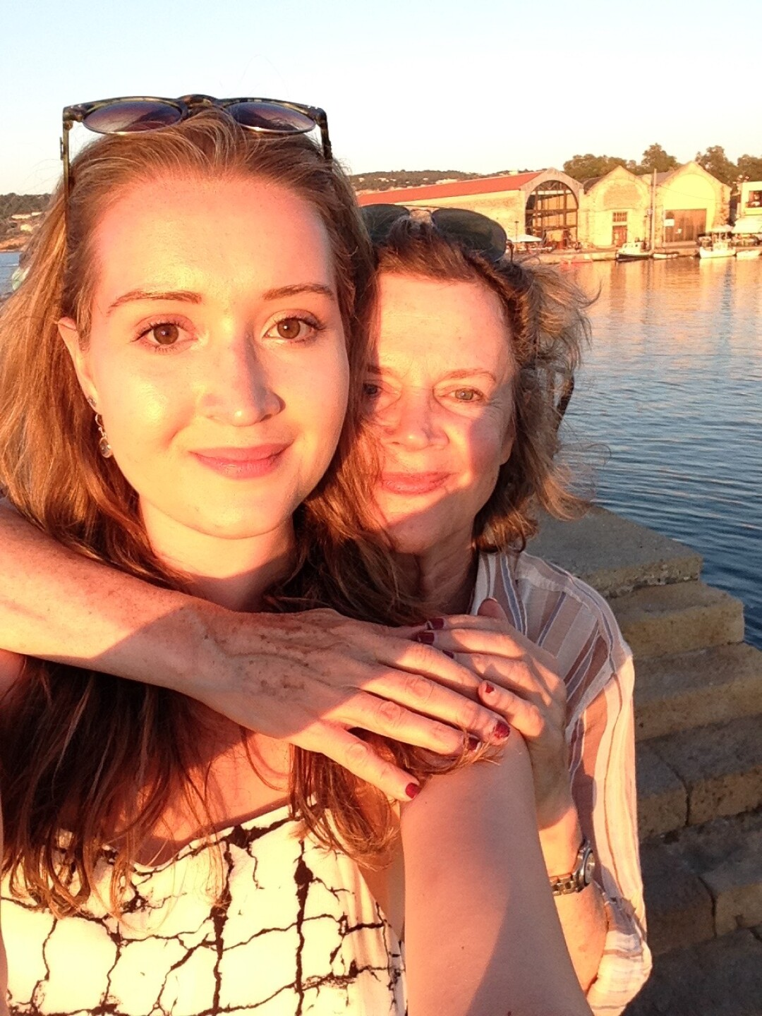 Lucy Kane and her mother, Holly Anderson take a selfie photo.