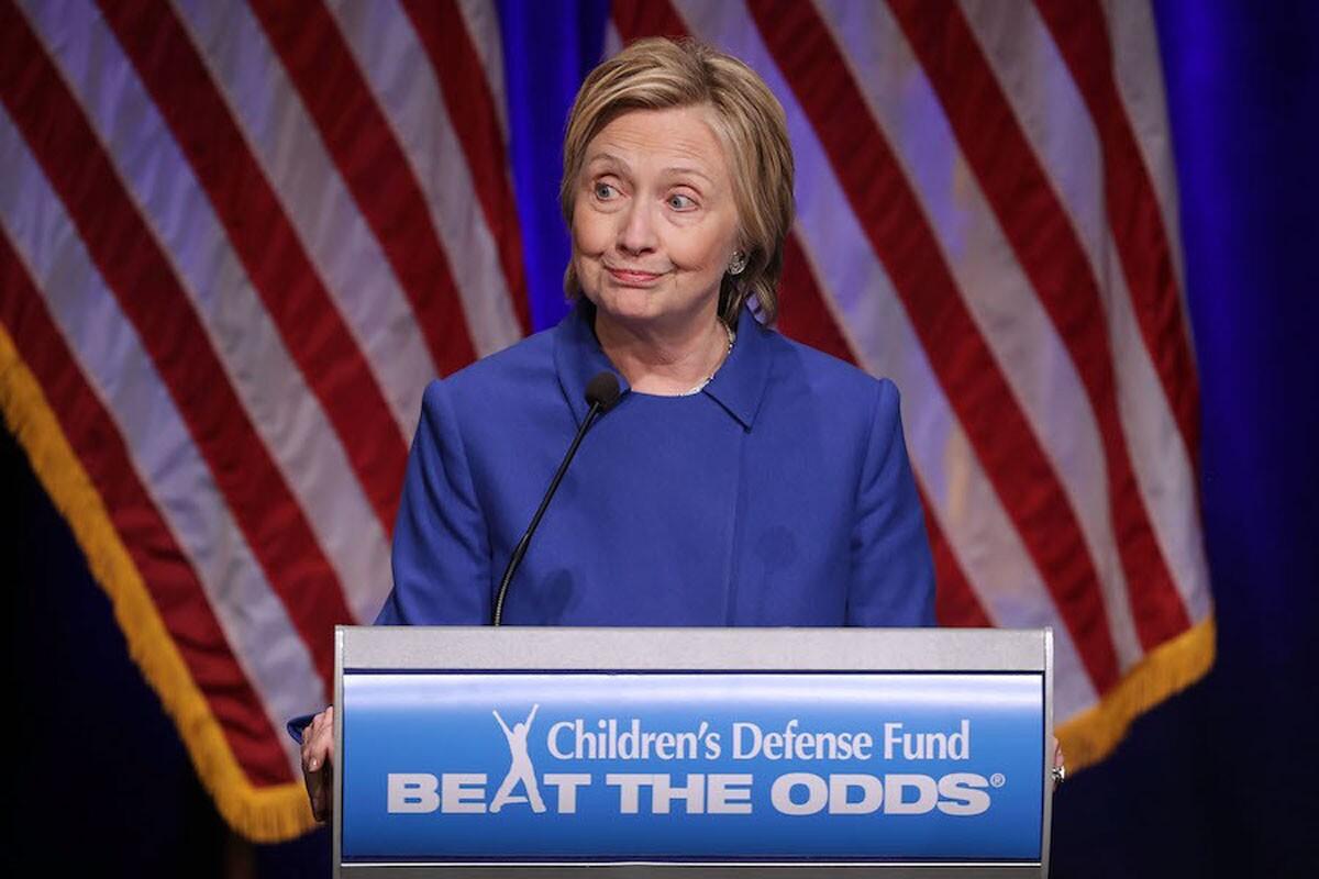 """""""Sé que muchos de ustedes están muy decepcionados por el resultado de las elecciones. Yo también lo estoy, más de lo que pueda expresar"""", dijo Clinton, en discurso durante un evento de beneficencia para niños."""