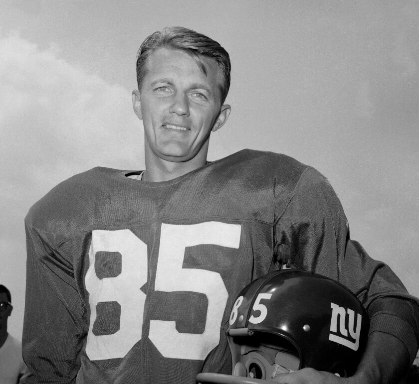 Black-and-white photo of Del Shofner at New York Giants training camp in August 1964.