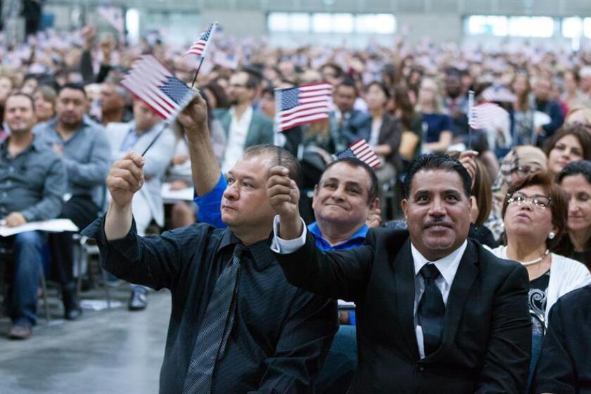 Más de 2.500 procesos de naturalización realizados en el país se hallan en la mira del Servicio de Ciudadanía e Inmigración (USCIS) por posibles casos de fraude durante el trámite, reveló hoy la agencia. EFE/Archivo