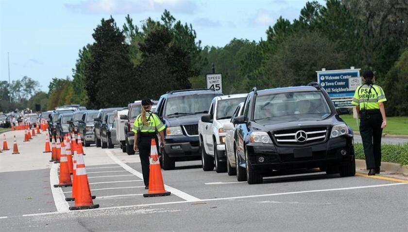 """Un tiroteo registrado hoy en un conocido centro comercial y turístico de Jacksonville, en el norte de Florida, dejó hoy """"múltiples víctimas"""" mortales, entre las que podría estar el sospechoso, que fue abatido por la policía. EFE/ARCHIVO"""