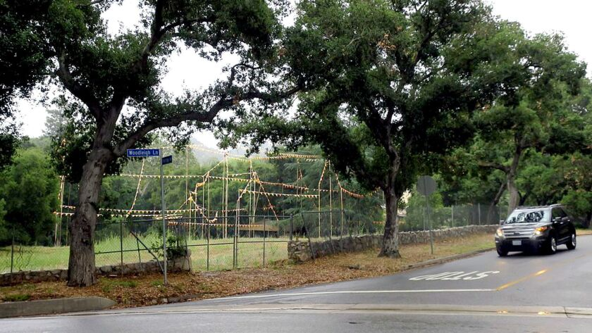 On May 23 the La Canada Planning Commission approved plans for a house and guest house at 861 Flintr