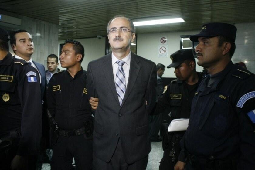Según las investigaciones, Muadi se valió de su cargo como diputado y contrató a 28 personas en el período 2013-2014, época en la que suscribió contratos con cuatro supuestos cómplices que, a su vez, buscaban presuntamente a personas para cometer el ilícito.