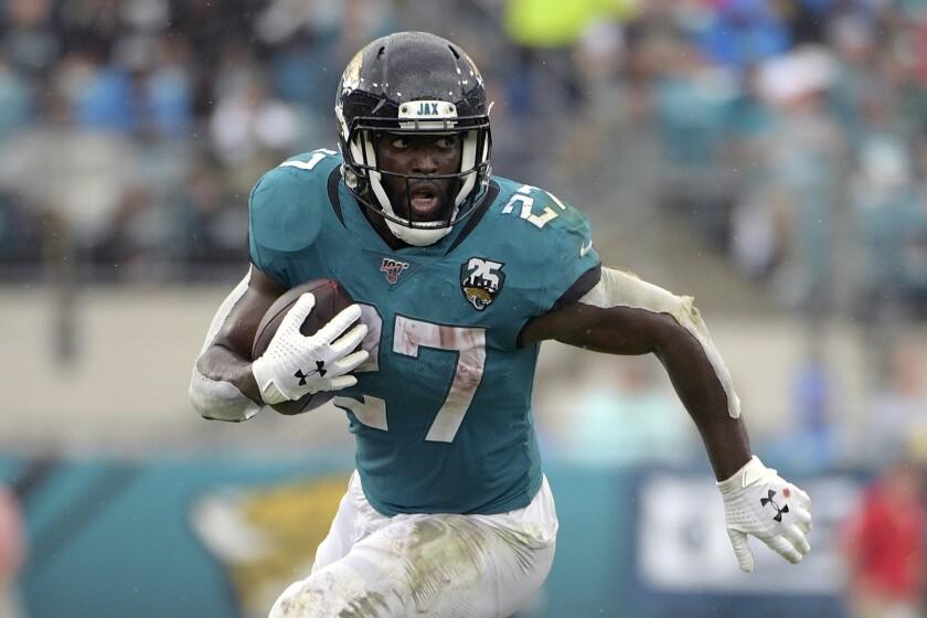 Jacksonville Jaguars running back Leonard Fournette rushes against the New York Jets