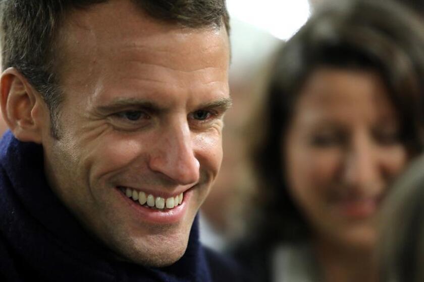 El presidente francés, Emmanuel Macron, visita a un hogar para ancianos dependientes, en Rozoy-sur-Serre (Francia) hoy, miércoles 7 de noviembre de 2018. EFE/ Ludovic Marin / POOL/ PROHIBIDO SU USO A MAXPPP