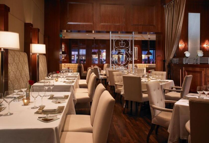 The cosmopolitan dining room at Grant Grill.