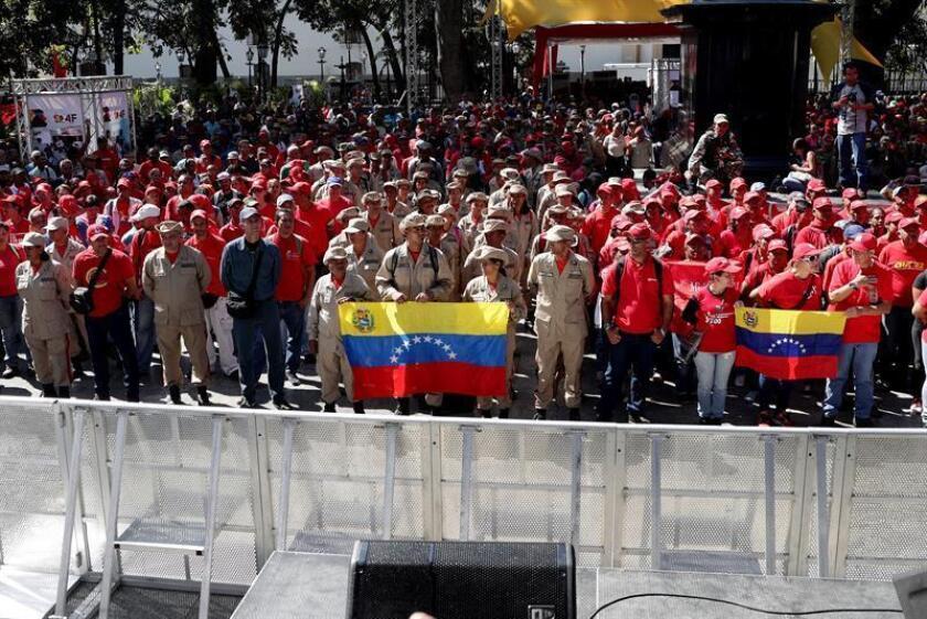 Chavistas participan en un acto en apoyo a Maduro, Caracas (Venezuela). El oficialismo conmemora el 4 de febrero los 27 años del fallido primer intento golpe de Estado de Hugo Chávez. EFE/ Archivo