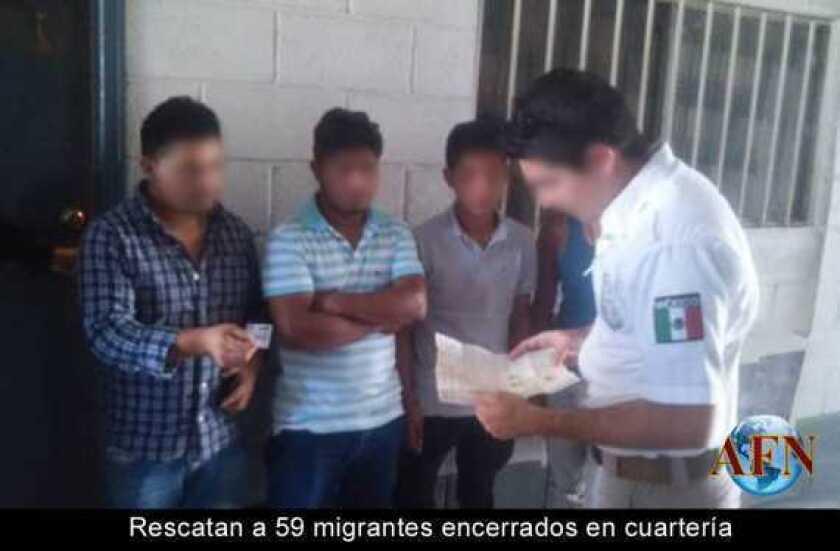 Rescatan a 59 migrantes encerrados en cuartería