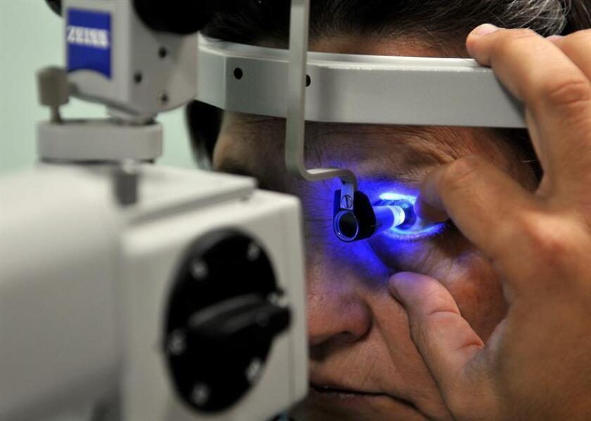 Dos de cada 10 personas en el mundo padecen el síndrome de ojo seco, condición que, de no ser tratada a tiempo, puede derivar en la necesidad de un transplante de córnea, dijo a Efe la optometrista Leticia Orozco. EFE/Archivo