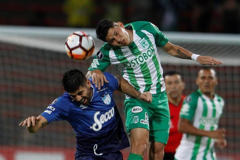 Campuzano (d), nacido en Tamalameque, en el departamento caribeño del Cesar, llegó como refuerzo del Atlético Nacional para 2018 procedente del Deportivo Pereira, de la segunda división del fútbol colombiano. EFE/Archivo