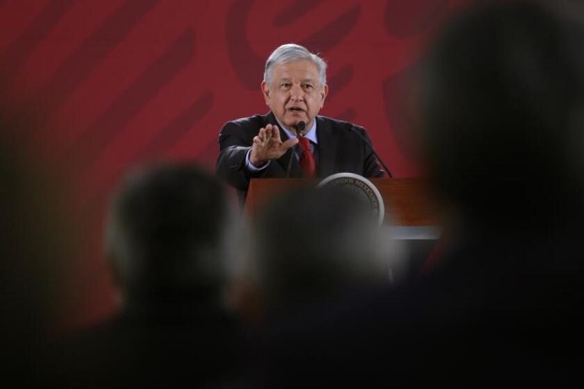 El presidente de México Andrés Manuel López Obrador habla hoy, martes durante su rueda de prensa matutina en Palacio Nacional, en Ciudad de México. EFE