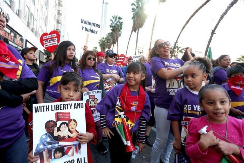 La marcha, que al igual que en muchas otras ciudades del país se realizó al conmemorarse hoy el Día Internacional del Migrante, congregó a legisladores y políticos locales, así como a representantes de sindicatos, organizaciones comunitarias y religiosos. EFE