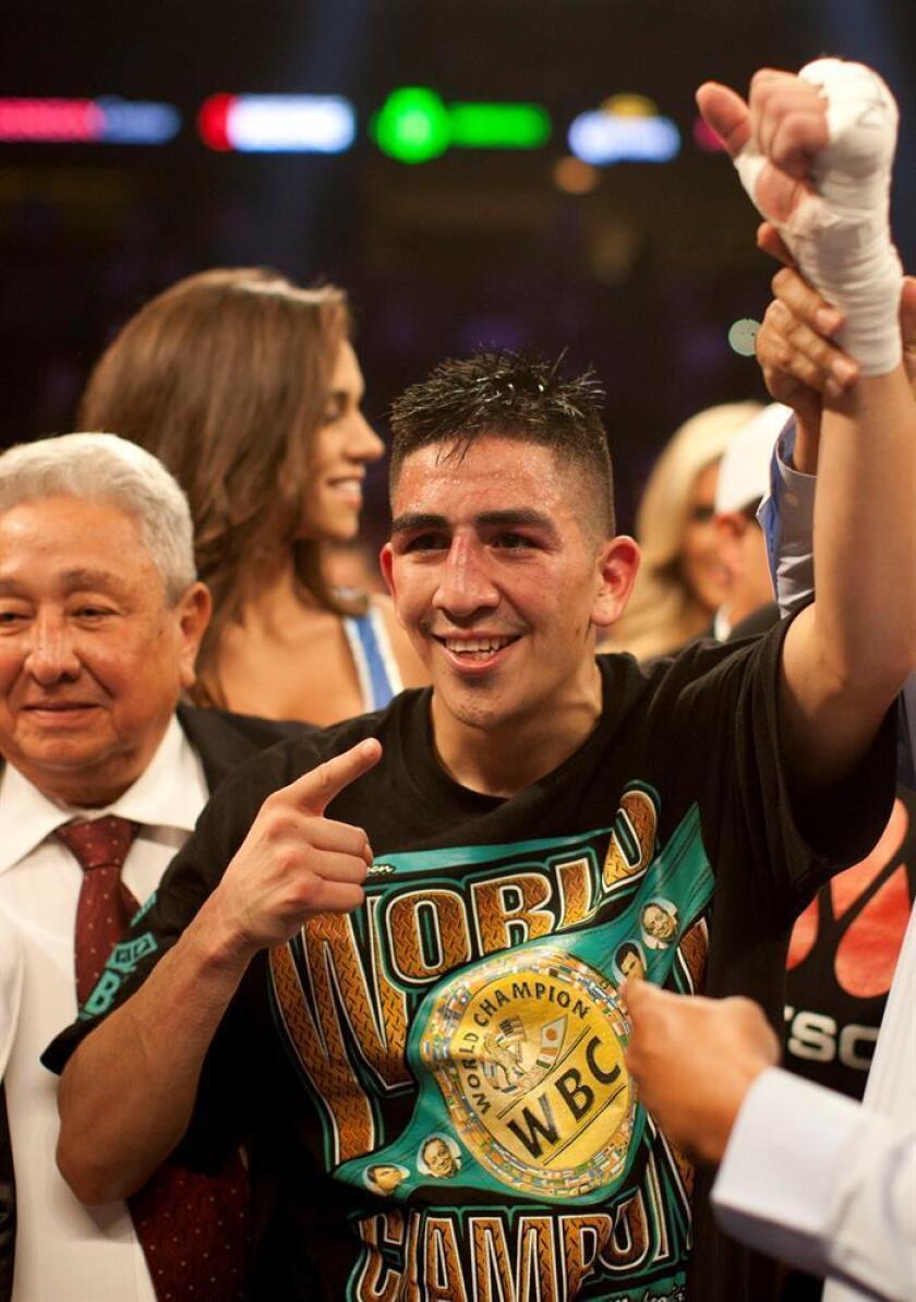 El boxeador Leo Santa Cruz celebra una victoria. EFE/Archivo