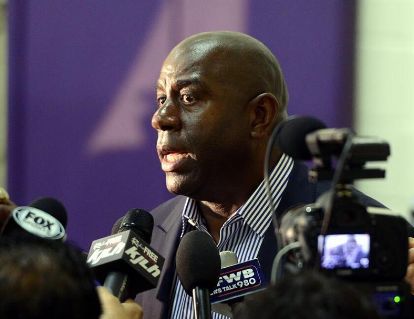 """Magic Johnson acusa a Pelicans de """"mala fe"""" y reconoce """"interés"""" por Simmons"""