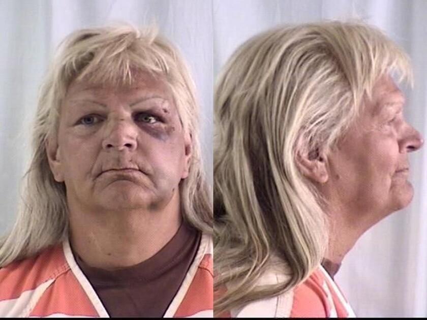 Fotografías sin fecha proporcionadas por el Departamento de Policía de Cheyenne muestran a Linda Thompson. Thompson, quien ha pasado mucho tiempo encarcelada y quien salió recientemente de prisión, se declaró culpable el miércoles 3 de agosto de 2016 de haber robado un banco en Wyoming y solicitó a un juez que le imponga la sentencia máxima, ya que _dijo_ regresar a prisión sería como ir a casa. (Departamento de Policía de Cheyenne vía AP)