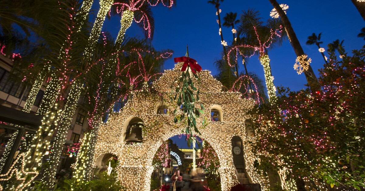 Beverly Hills Christmas Lights 2021 Covid 19 Changes Southern California Holiday Lights Displays Los Angeles Times