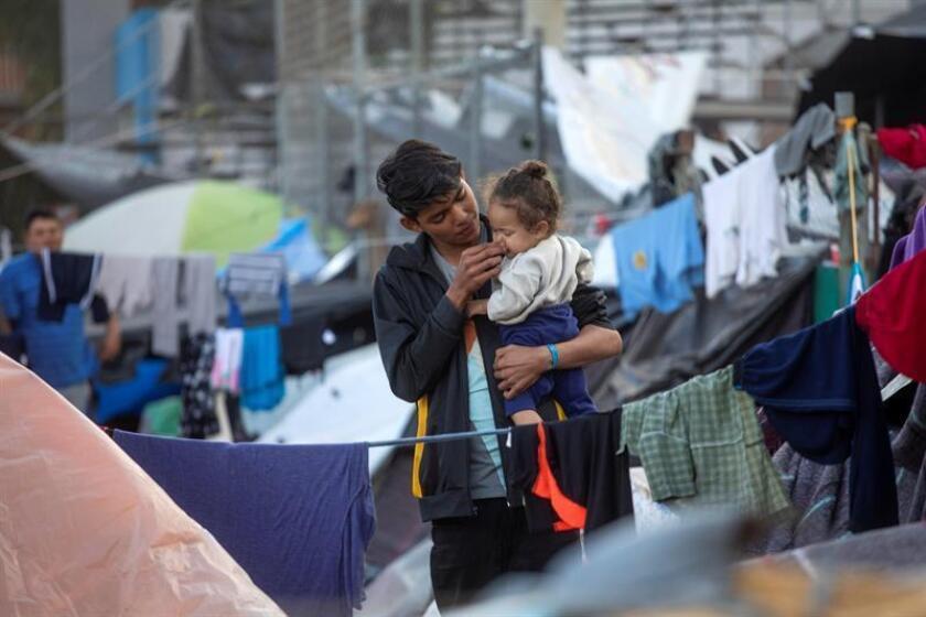 El gobierno estatal de Texas responsabilizó hoy al Gobierno mexicano de la crisis migratoria provocada por la llegada de la caravana centroamericana a la frontera entre México y Estados Unidos. EFE/Archivo