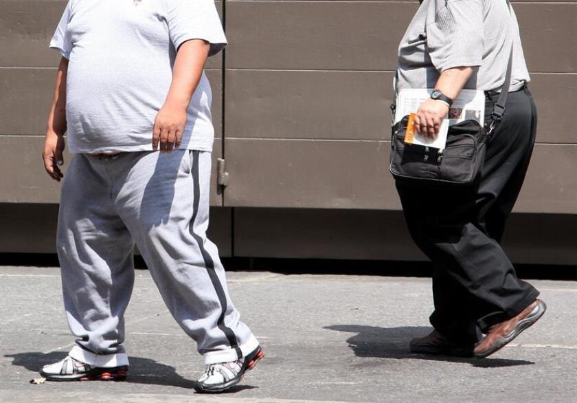 Personas con sobrepeso y obesidad son altamente propensas a lesiones musculares y articulares con consecuencias de trastornos en columna, piernas, caderas, rodillas y tobillos y, con frecuencia, sufren discapacidad parcial o permanente, alertó hoy un especialista. EFE/ARCHIVO