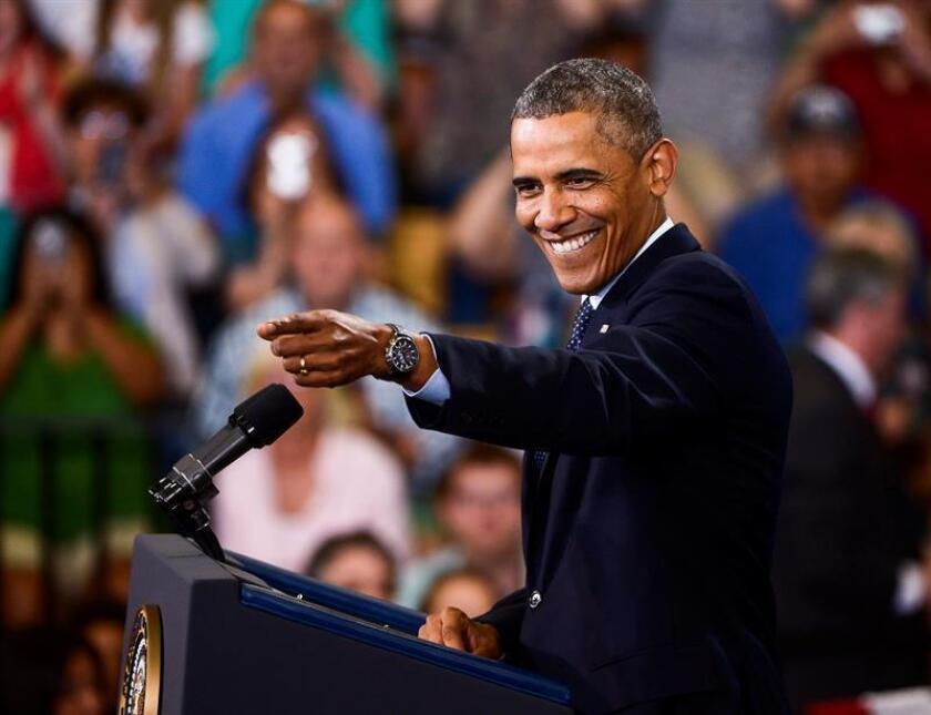 """Necesita tiempo para procesar la """"increíble experiencia"""" de ser durante ocho años el presidente de EEUU y, por ello, Barack Obama quiere dedicarse en los próximos meses a descansar, escribir y pasar tiempo con su familia, pero no va a desaparecer y avisa de que aún tiene mucho por hacer y decir. EFE/ARCHIVO"""
