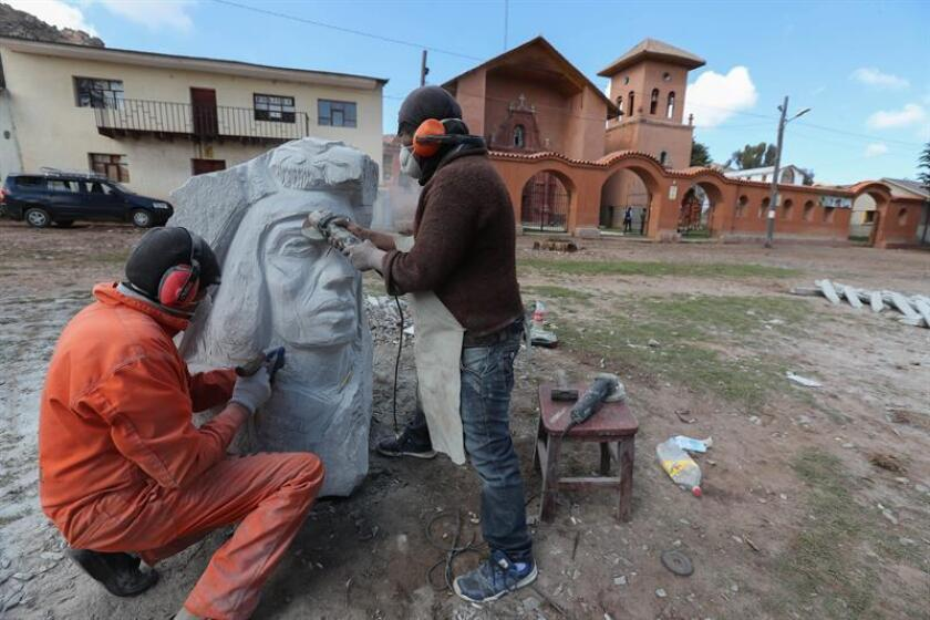 Peñas, Bolivia, Nov. 9, 2018: The face of the indigenous leader Tupac Katari, executed at the end of the 18th century by the Spanish colonial rulers of Bolivia, was re-animated Friday in pieces by 20 sculptors in this small town near La Paz where he died. EPA/EFE/ Martín Alipaz