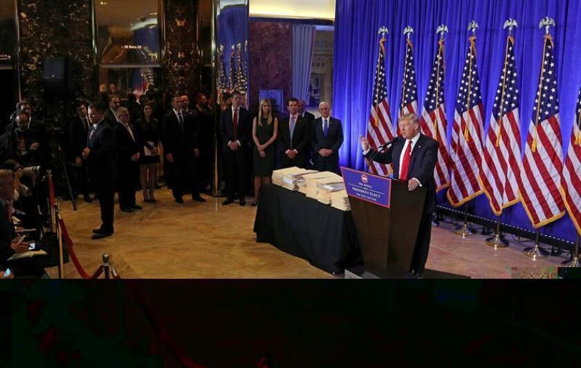 El plan anunciado por el presidente electo, Donald Trump, para desligarse de sus negocios privados plantea dudas sobre la posibilidad de que sea muy difícil, si no imposible, evitar conflictos de intereses. EFE/ARCHIVO
