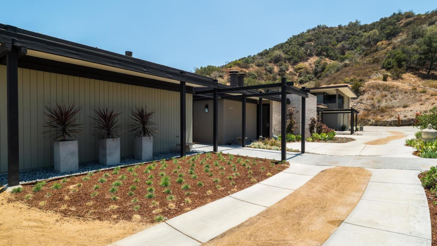 Home of the Day: A modern post-and-beam on a hilltop in Glendale