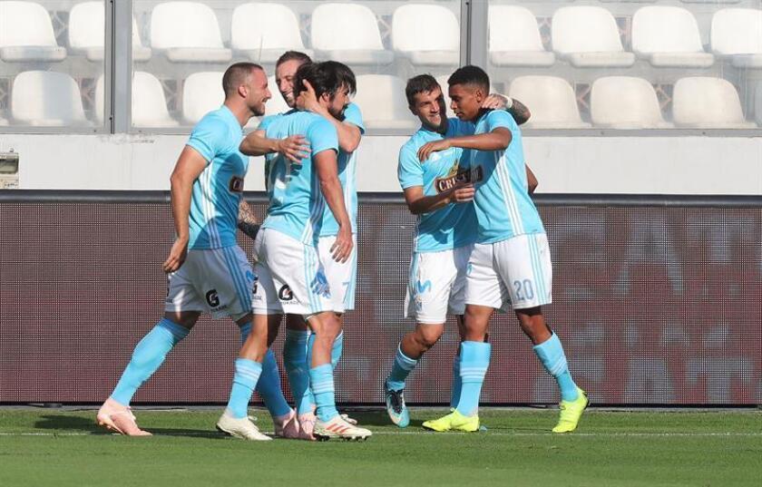 En la imagen, un registro de otra celebración de los jugadores del Sporting Cristal. EFE/Archivo