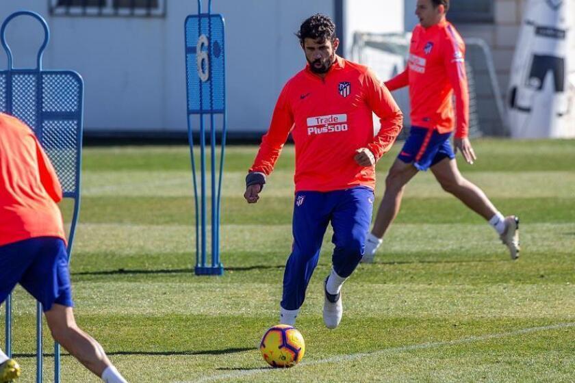 El delantero brasileño nacionalizado español, Diego Costa , durante el entrenamiento realizado este viernes en la ciudad deportiva Wanda de Majadahonda. EFE
