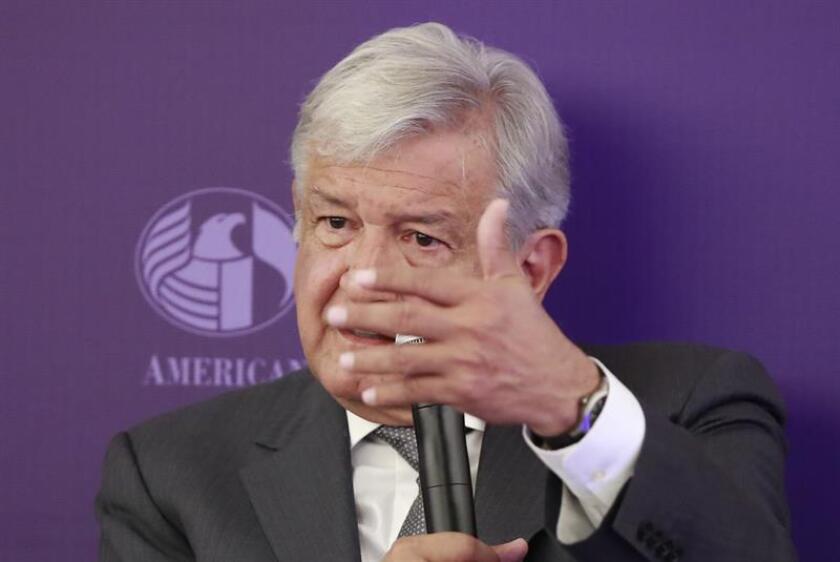 El candidato izquierdista Andrés Manuel López Obrador habla en Ciudad de México (México), durante una conferencia de prensa. EFE/Archivo