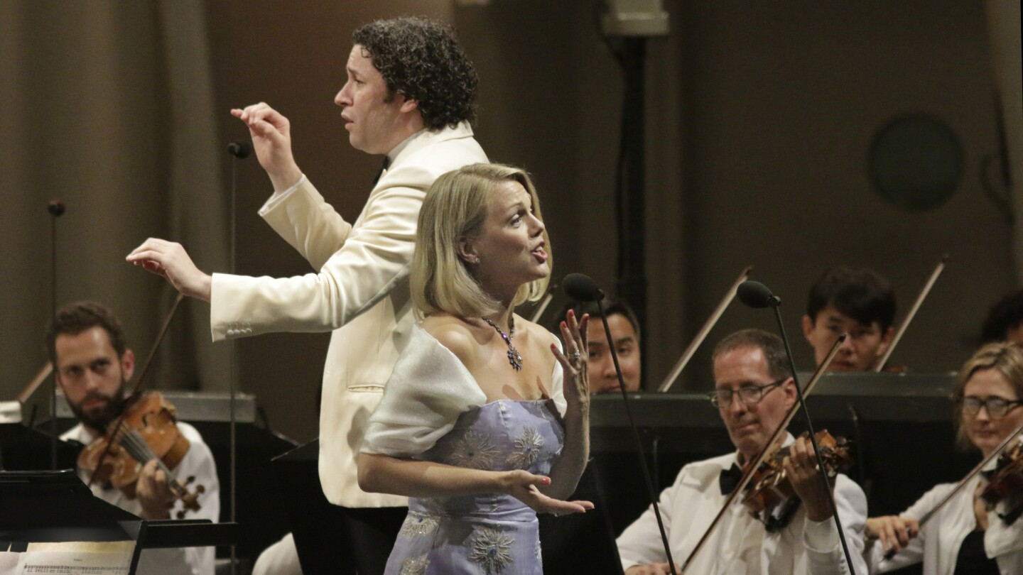 As Gustavo Dudamel conducts, soprano Miah Persson helps conclude the L.A. Philharmonic's all-Mozart program Thursday night at the Bowl with a set of arias and duets.
