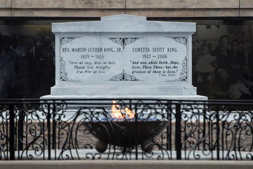 Vista de la llama eterna junto a los restos de Martin Luther King Jr. en el Parque Histórico Nacional Martin Luther King Jr. en Atlanta, Georgia (Estados Unidos) hoy, 3 de abril de 2018, en el día del asesinato del mayor defensor de los derechos civiles del país. EFE