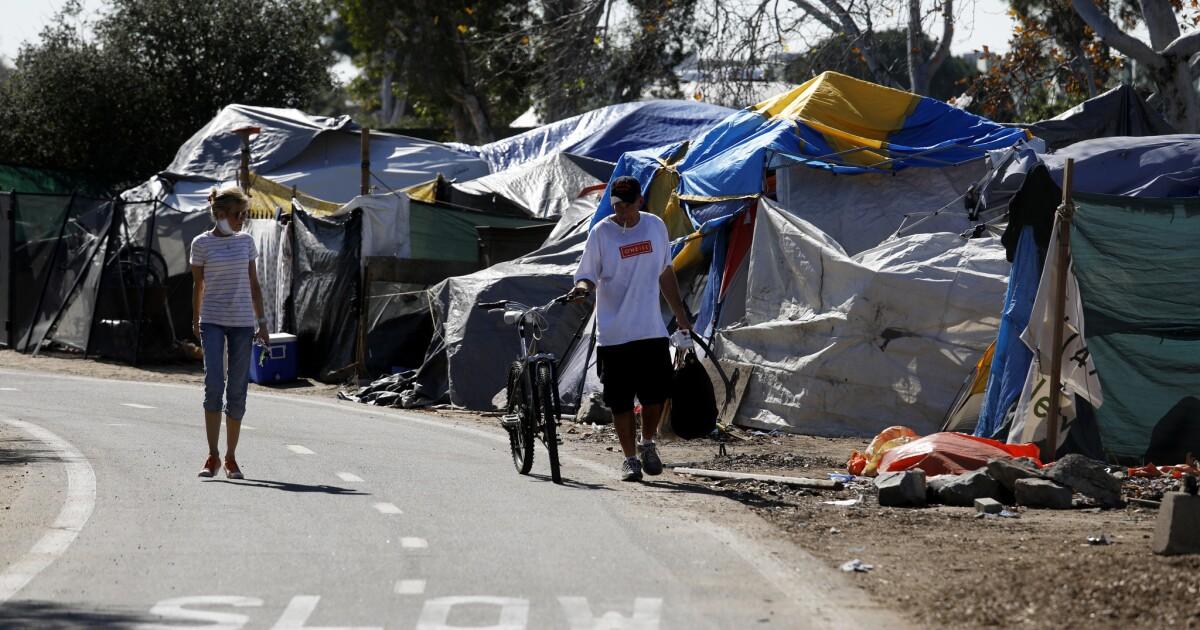 Όπως coronavirus περιπτώσεις αύξηση, O. C. κινήσεις για τη μετατροπή δύο ξενοδοχεία στη στέγαση, την ιατρική περίθαλψη για τους άστεγους