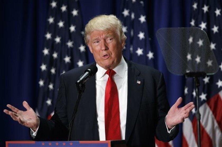 La bancada del PRD en el Senado exigió al Gobierno federal informar sobre la calidad migratoria con la que ingresó a México el candidato republicano de Estados Unidos Donald Trump.