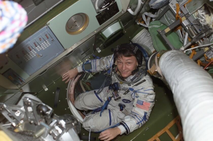 La estadounidense Peggy Whitson, de 56 años, batirá a partir de esta semana el récord de la mujer con mayor edad en el espacio y se convertirá además en la primera en su género en comandar dos veces la Estación Espacial Internacional (EEI).