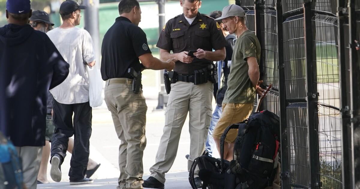 警察または避難所? こちらはどうソルトレイクシティがあります。ドホームレス