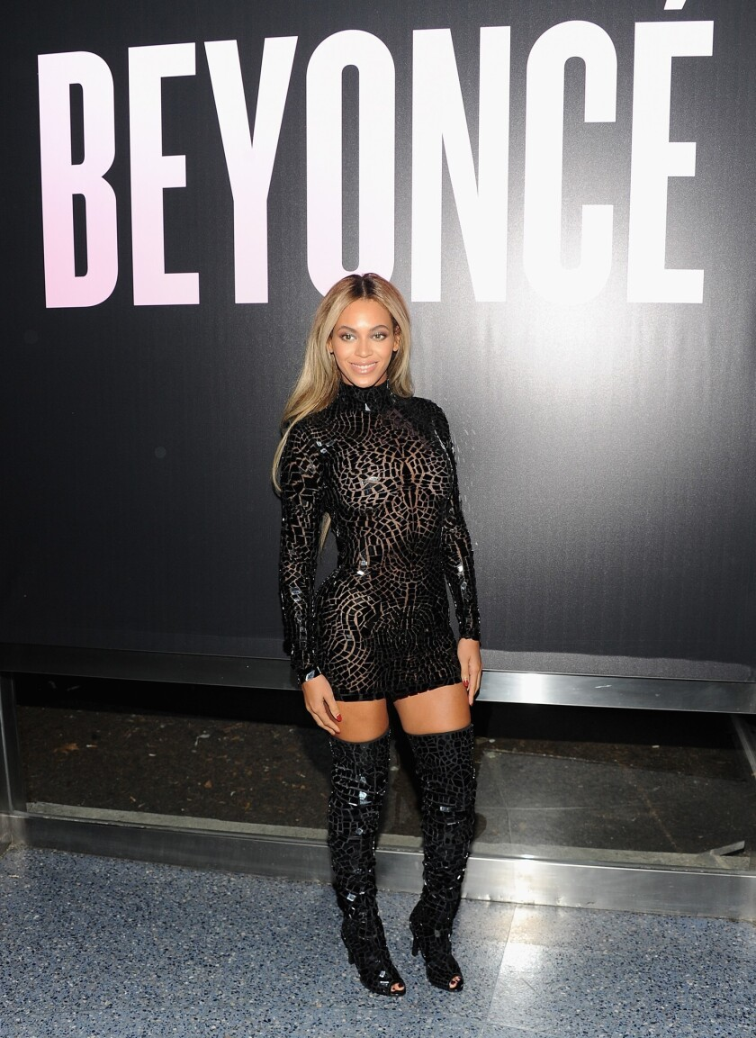 Beyonce stops by Wal-Mart, pays for shoppers' holiday gifts