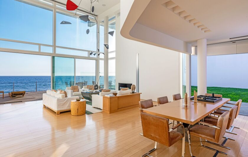 Billionaire philanthropist Eli Broad assembled the compound in the late 1990s and commissioned Getty Center architect Richard Meier to design the 5,374-square-foot residence.