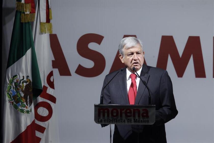 El líder izquierdista Andrés Manuel López Obrador, de Movimiento Regeneración Nacional (Morena) en coalición con el Partido del Trabajo (PT) y el Partido Encuentro Social (PES) presentó tres anuncios. EFE/Archivo